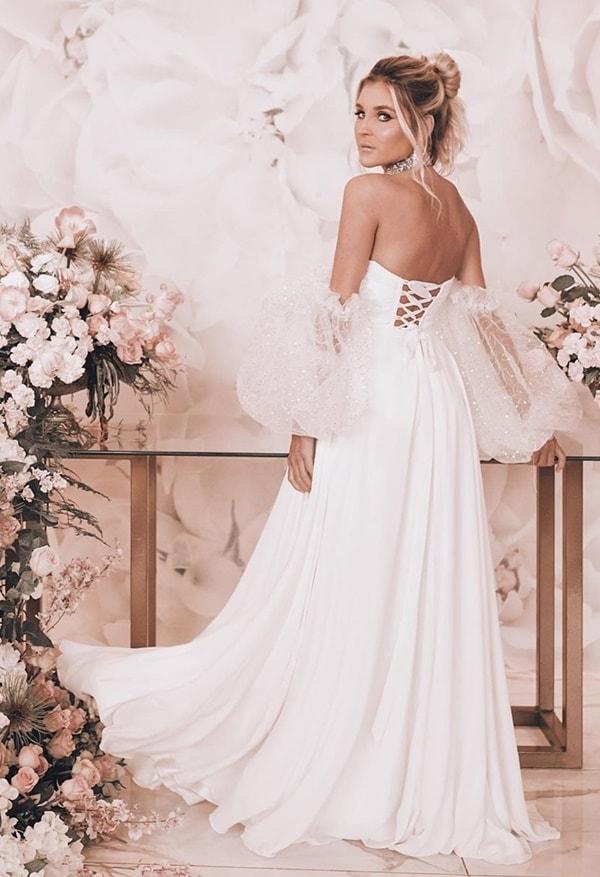 wedding dress with puffed mngas