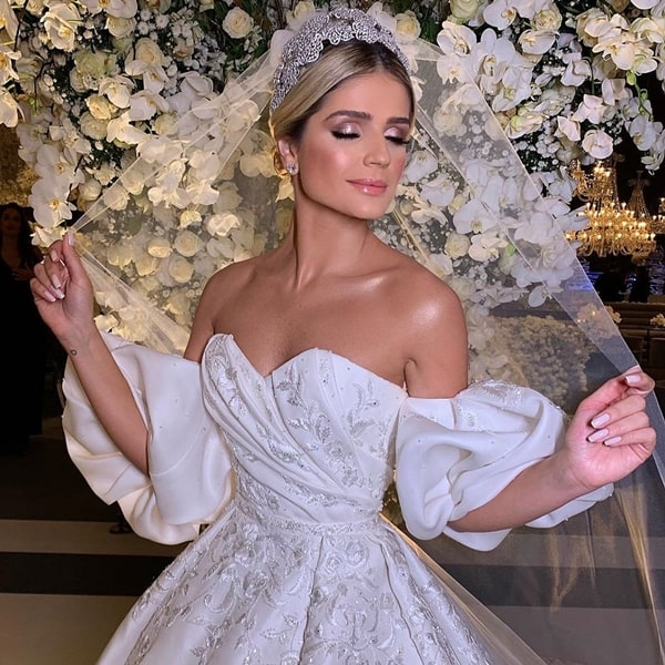 the wedding dress worn by Thássia Naves in the second ceremony of her wedding