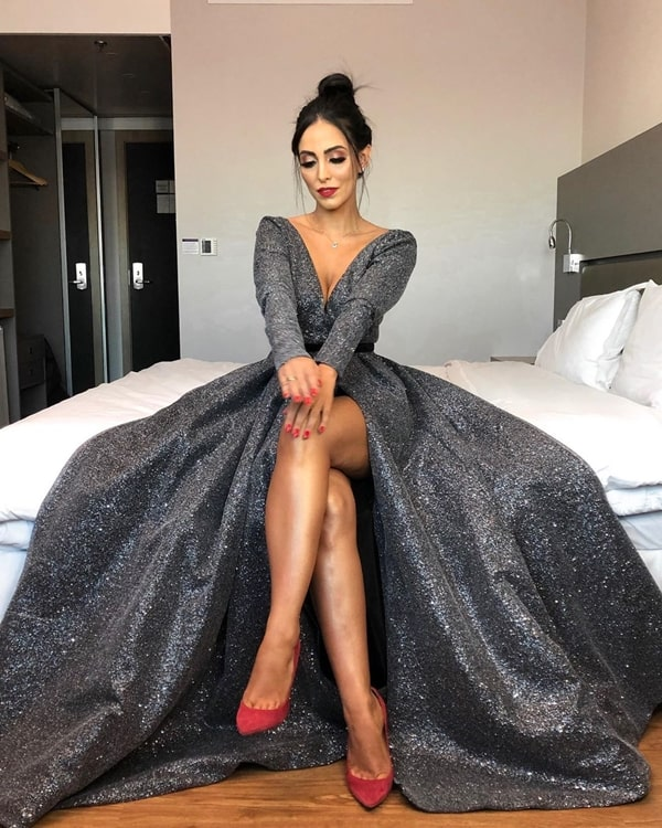 Jade Seba party dress with slit for the wedding of Thássia naves