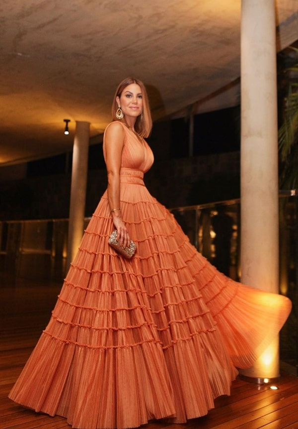Bru real life, Bru Carsoso, Thassia Naves wedding party dress