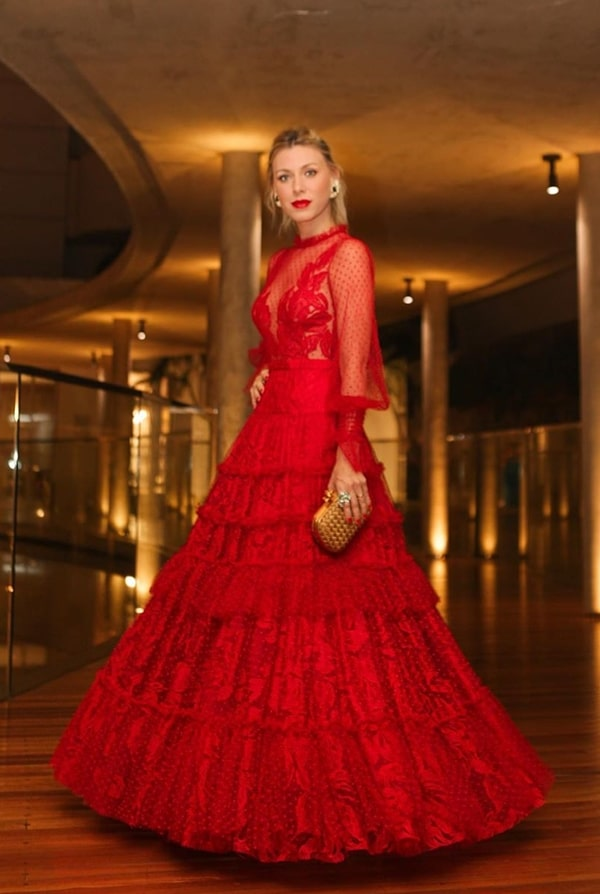 Nati Vozza long red party dress cashas Thassia Naves