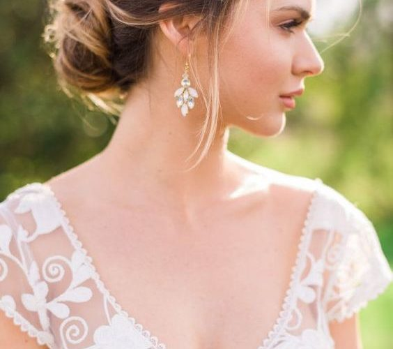 Earrings tips and inspirations for brides