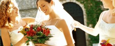 How much money should the maid of honor give the bride?