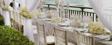 Is 100 guests a small wedding?